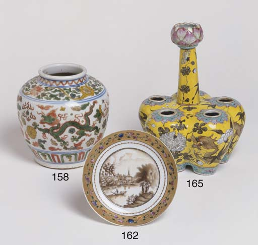A CHINESE PORCELAIN WUCAI GING