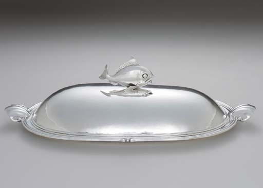 A SILVER FISH PLATTER AND COVE