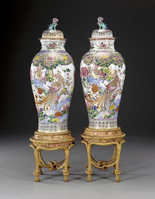 A PAIR OF FAMILLE ROSE SOLDIER