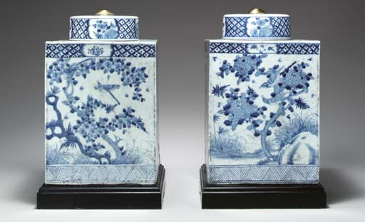 A LARGE PAIR OF BLUE AND WHITE