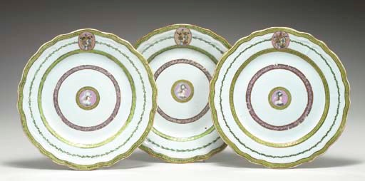 A SET OF 14 ARMORIAL SIDE PLAT