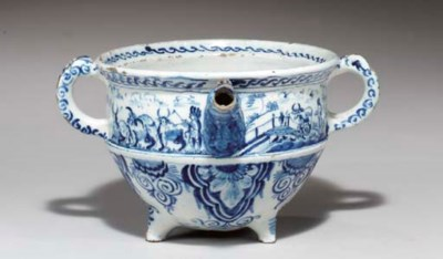 A DELFT FOOTED CREAM-POT