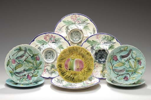 FOUR FRENCH MAJOLICA OYSTER PL