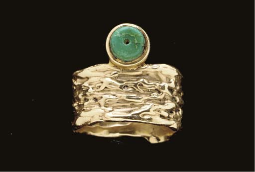 A HOPI GOLD AND TURQUOISE RING