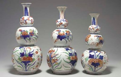 THREE LARGE VERTE-IMARI TRIPLE