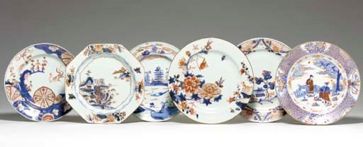 A GROUP OF TWELVE PLATES