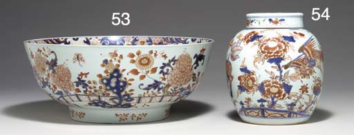 A CHINESE IMARI GINGER JAR AND