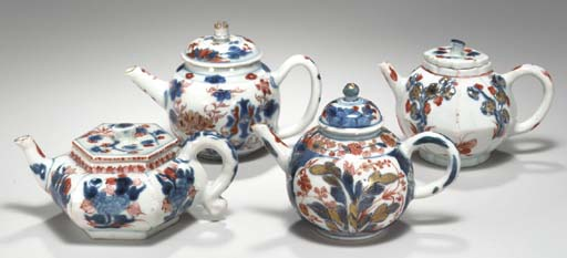 A GROUP OF FOUR SMALL CHINESE