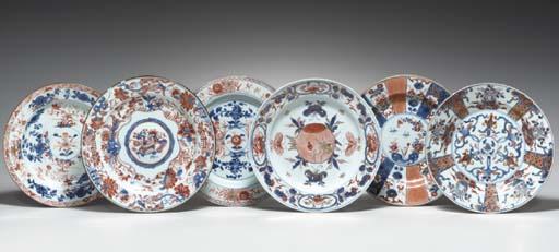 TWELVE CHINESE IMARI PLATES