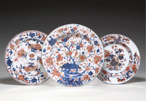 A GROUP OF THREE CHINESE IMARI