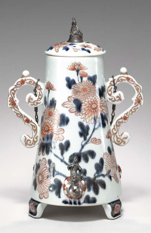 A RARE JAPANESE PORCELAIN TEA