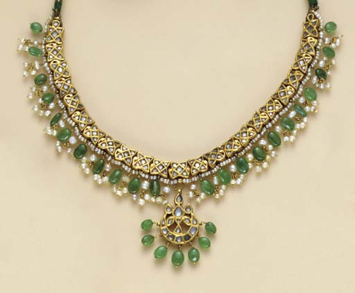 A SUITE OF INDIAN EMERALD, SIMULATED DIAMOND, SEED PEARL AND GOLD JEWELRY