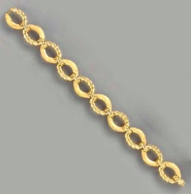 AN 18K GOLD BRACELET, BY JEAN