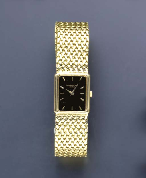 AN 18K GOLD WRISTWATCH WITH AS