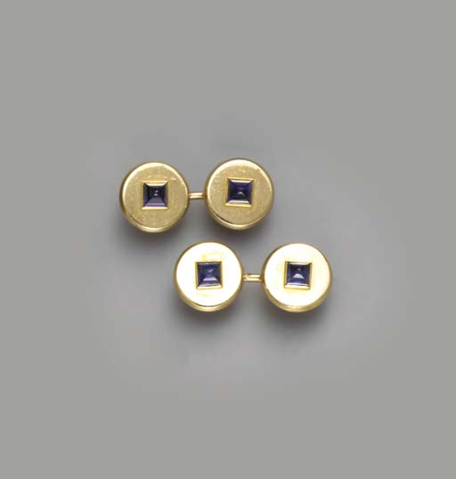 A PAIR OF 18K GOLD AND SAPPHIR