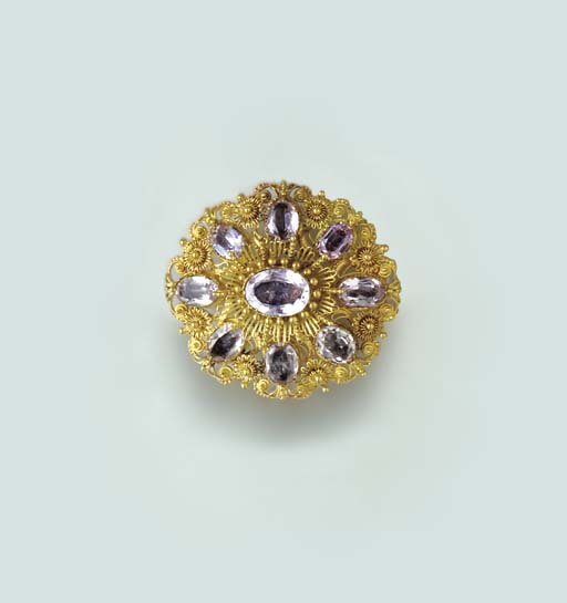 AN ANTIQUE GOLD AND PINK TOPAZ