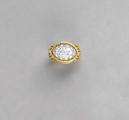 A GOLD AND DIAMOND RING, BY VA