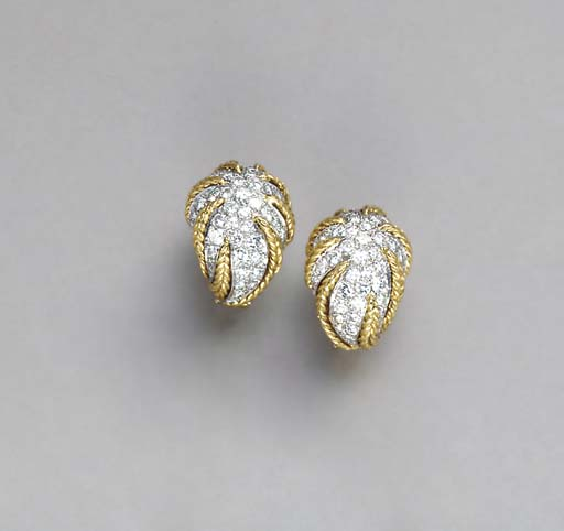 A PAIR OF DIAMOND AND 18K GOLD EAR CLIPS, BY VAN CLEEF & ARPELS