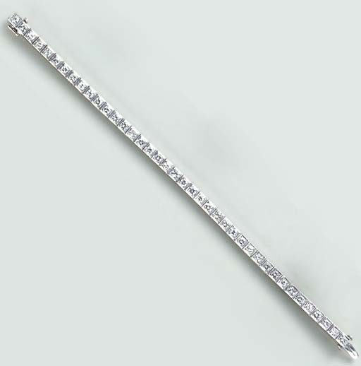 A DIAMOND AND PLATINUM LINE BRACELET