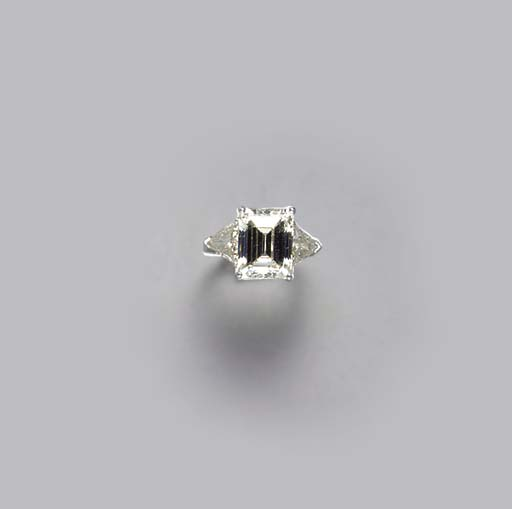 A DIAMOND AND PLATINUM RING