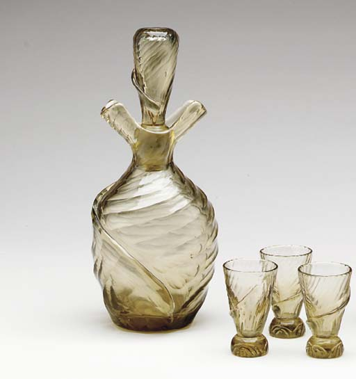 A DECANTER WITH STOPPER AND SI
