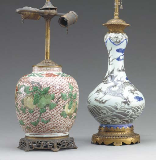 TWO CHINESE PORCELAIN VASES MO