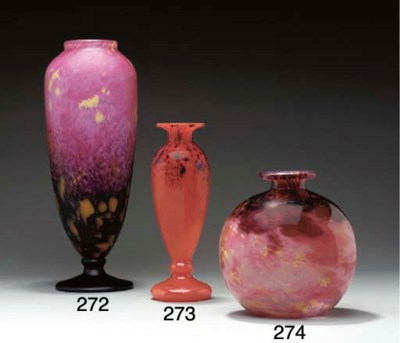 A MOTTLED GLASS VASE