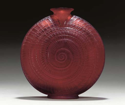 'ESCARGOT', A FROSTED RED GLAS