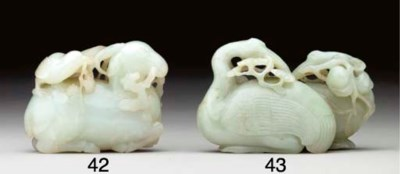 A FINELY CARVED WHITE JADE DEE
