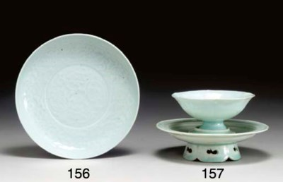 A QINGBAI STEM BOWL AND STAND