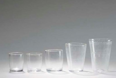 A GROUP OF COLORLESS GLASS DRI