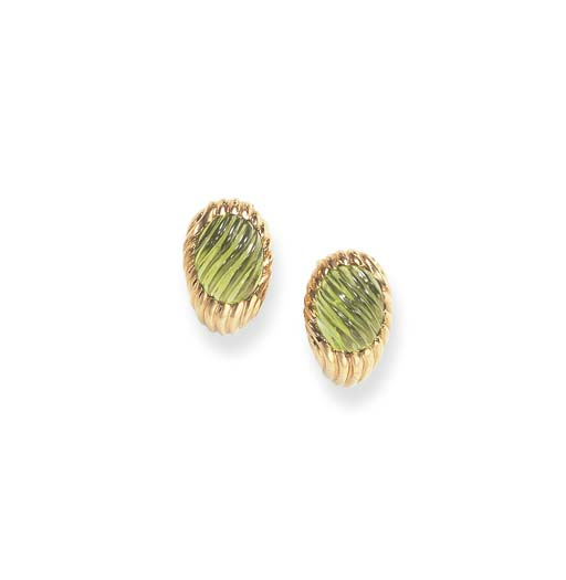 A PAIR OF PERIDOT AND GOLD EAR