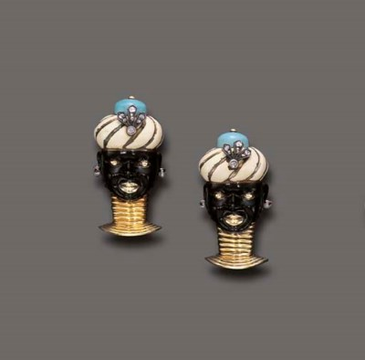 A PAIR OF BLACKAMOOR BROOCHES,