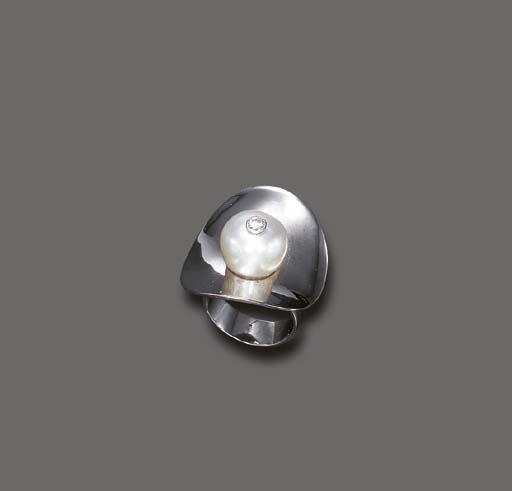 A STYLISH DIAMOND AND NATURAL