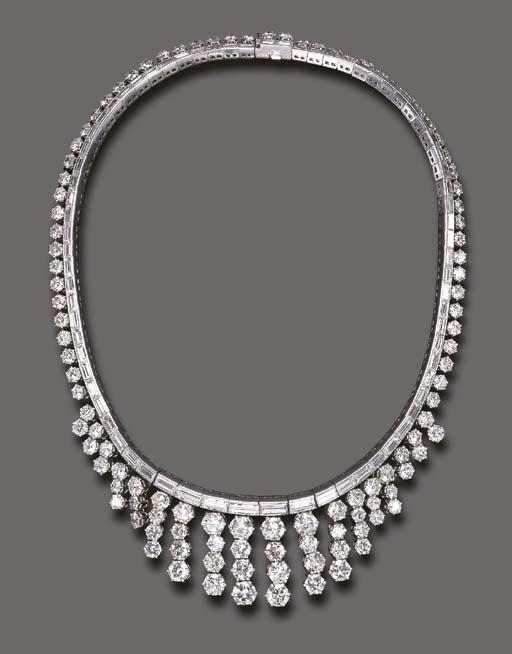 A STYLISH DIAMOND NECKLACE