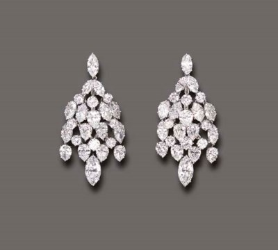 AN ATTRACTIVE PAIR OF DIAMOND