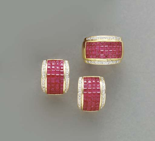 A SET OF RUBY, DIAMOND AND 18K
