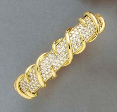 A DIAMOND AND 18K GOLD BRACELE