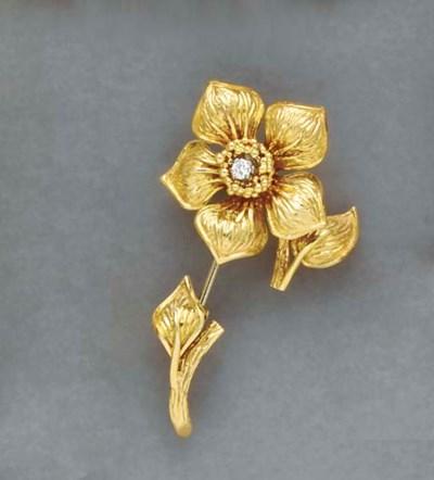 AN 18K GOLD FLOWER JABOT, BY C