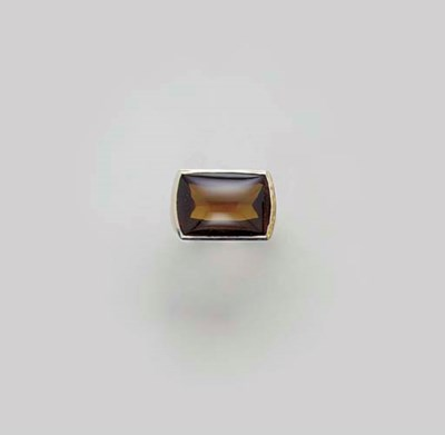 A CITRINE AND 18K GOLD RING, B