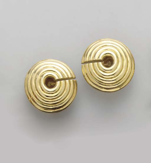 A PAIR OF GOLD EAR CLIPS, BY D