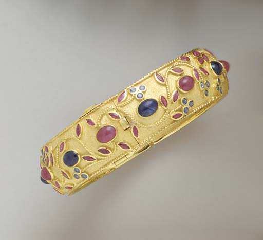 A RUBY, SAPPHIRE AND GOLD BANG