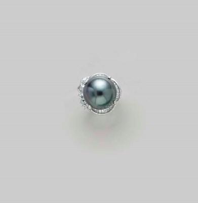 A BLACK CULTURED PEARL, DIAMON