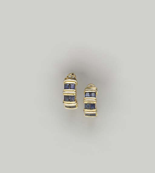 A PAIR OF SAPPHIRE AND 18K GOL