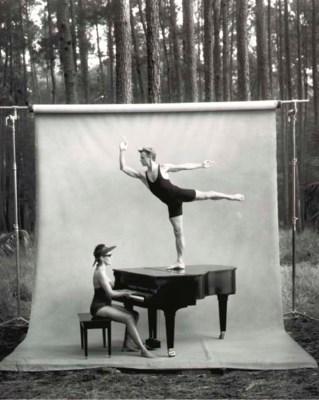 ANNIE LEIBOVITZ (BORN 1949)