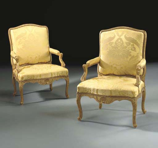 A PAIR OF EARLY LOUIS XV GILTW