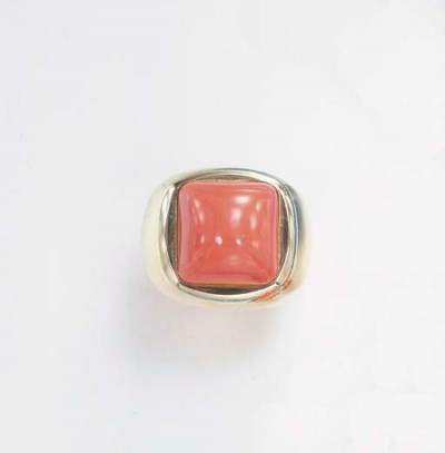 **A CORAL AND GOLD RING