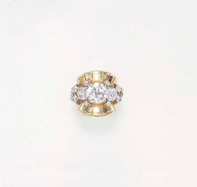 A RETRO DIAMOND RING, BY VAN C