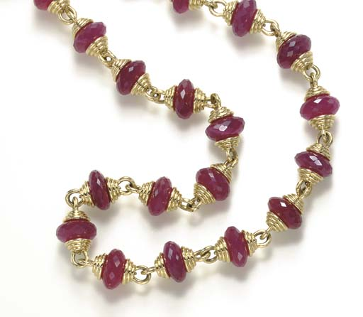 A RED QUARTZ AND GOLD NECKLACE