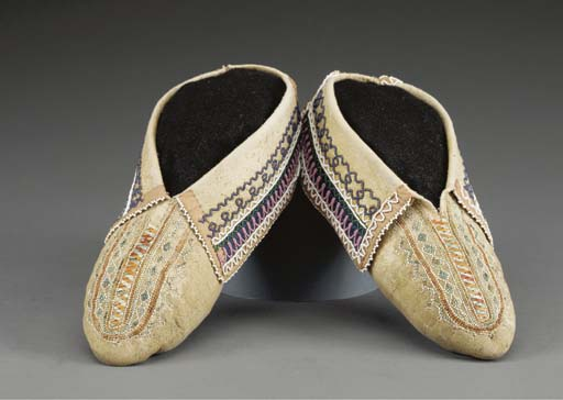 AN EARLY PAIR OF IROQUOIS QUIL